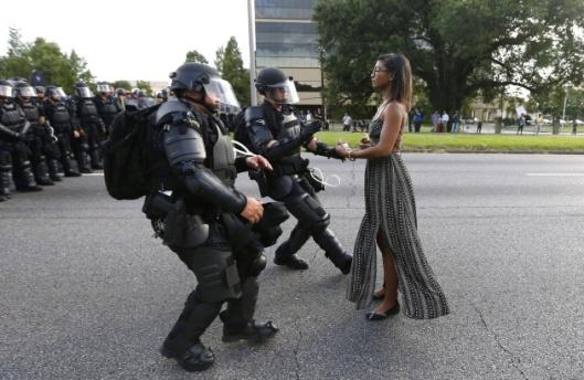 Mulher_negra_policias_estados_unidos