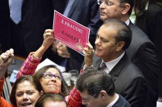 Brasil_congresso_senadora_protesta