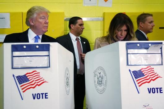 Trump e sua mulher Melania Trump votam em Nova York
